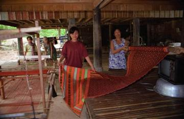 Khmer Traditional Silk Village Overland Full Day Tour